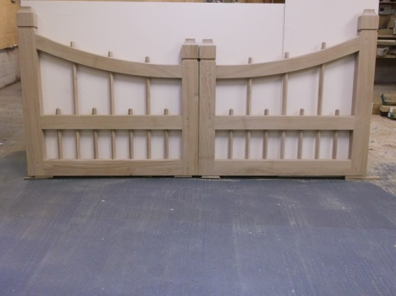 Pair of Gates – semi-dried Oak
